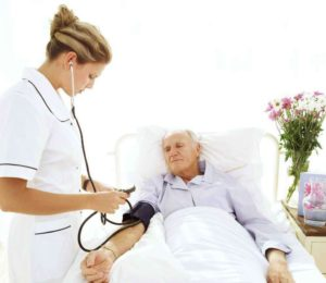 Уход за пожилыми людьми после инсульта